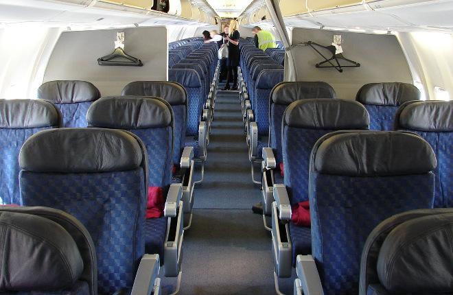 Салон самолета Boeing 737 авиакомпании American Airlines