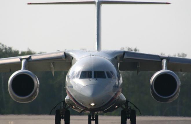 """Самолет Ан-148 авиакомпании """"Россия"""" аварийно сел в аэропорту Пулково"""