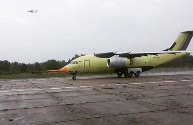 Прототип транспортного самолета Ан-178 впервые поднялся в воздух