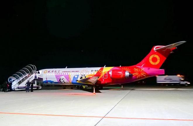 Китайский региональный самолет ARJ21-700 авиакомпании Chengdu Airlines
