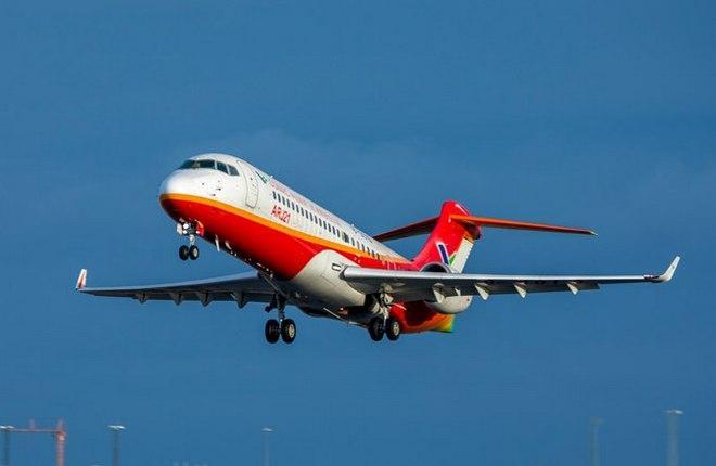 китайский самолет ARJ21-700, конкурент Superjet 100