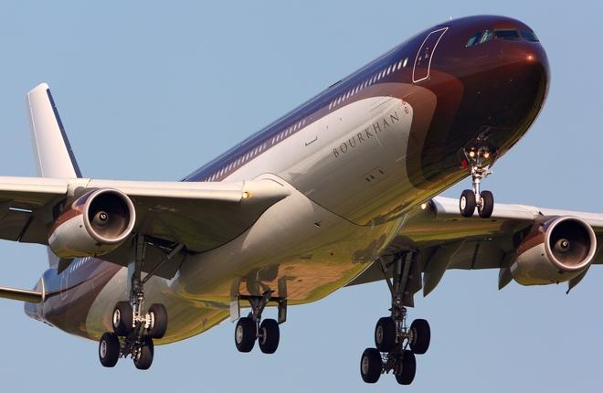Airbus A340-300 M-IABU