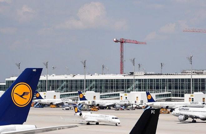 Чистая прибыль группы Lufthansa упала на 55%