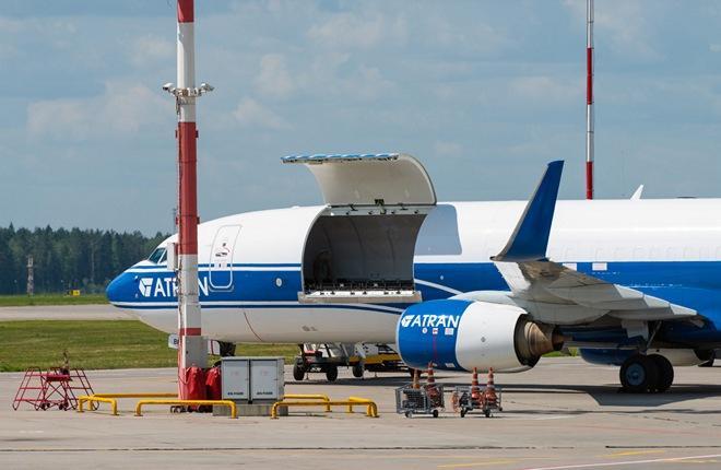 """грузовой узкофюзеляжный самолет Boeing 737-800BCF авиакомпании """"Атран"""""""