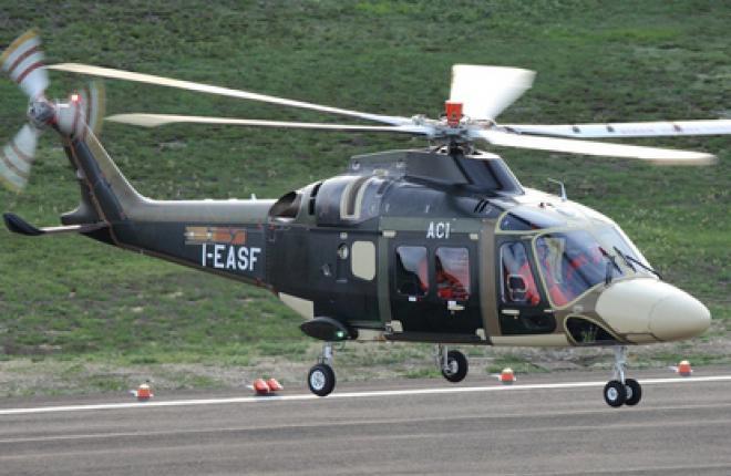 Новый вертолет AW169 итальянской компании AgustaWestland совершил полет