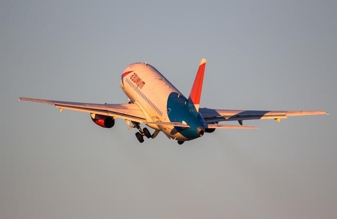 "Sukhoi Superjet 100(SSJ 100) авиакомпании ""Азимут"""