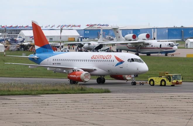 "Самолет SSJ 100 авиакомпании ""Азимут"""