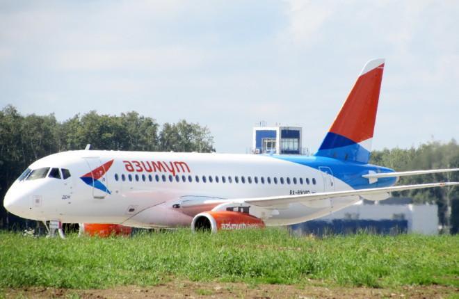 """Самолет Superjet 100 авиакомпании """"Азимут"""""""