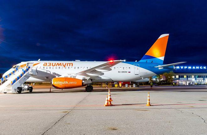 """самолет Superjet 100 авиакомпании """"Азимут"""" в аэропорту Мурманск"""