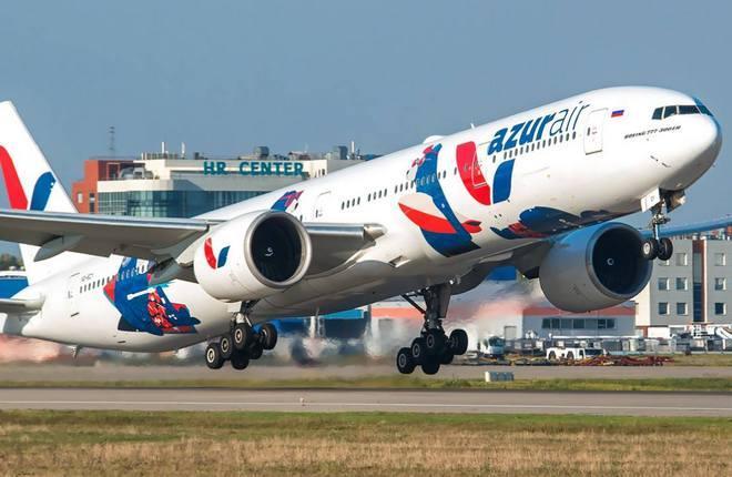 Самолет Boeing 777-300 Azur Air
