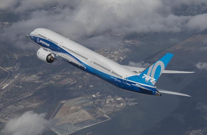Самолет Boeing 787-10 впервые поднялся в воздух