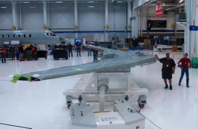 Новому бизнес-джету Learjet 85 привезли крыло :: Bombardier