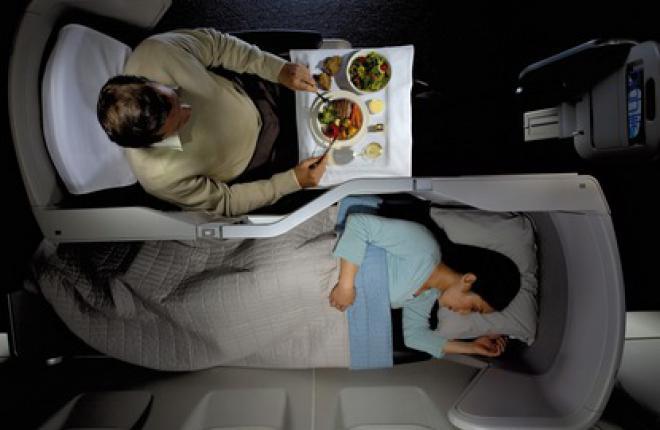 Большинство пассажиров спят во время полета