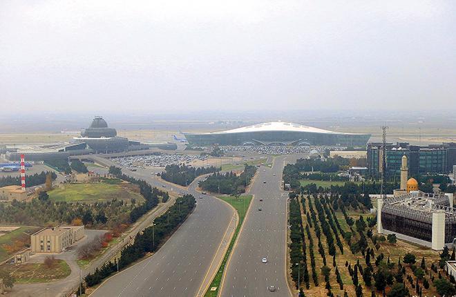 Вид на аэропорт с диспетчерской вышки