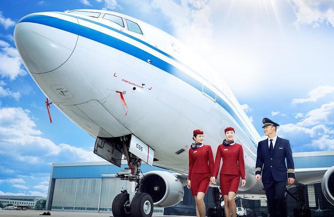 Самолет и экипаж китайской авиакомпании Air China