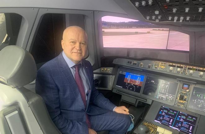 Летный директор «России» Георгий Баринов рассказал о том, сколько пилотов понадобится авиакомпании при переходе на самолеты Superjet 100 в прямом эфире в Clubhouse :: «Россия»