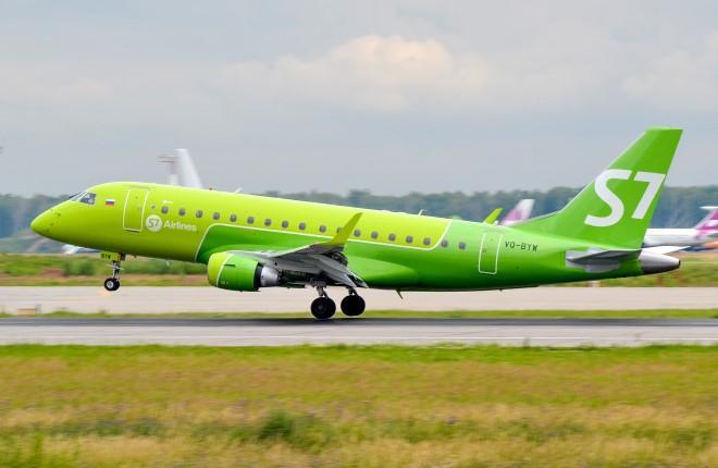 Взлет самолета Embraer E170 авиакомпании S7 Airlines