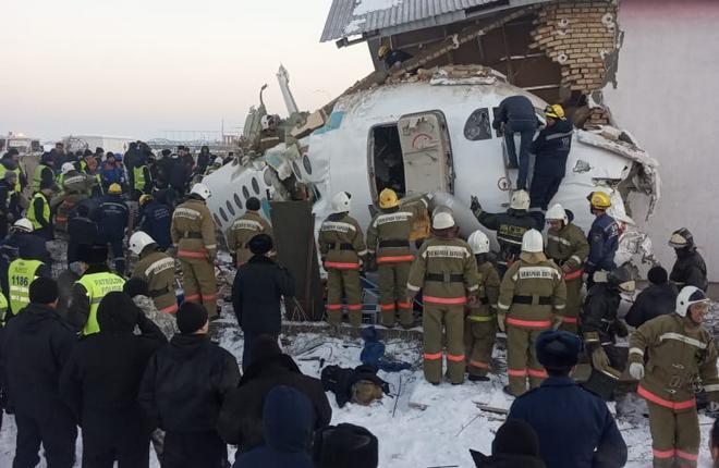 На месте катастрофы самолета Fokker 100 авиакомпании Bek Air