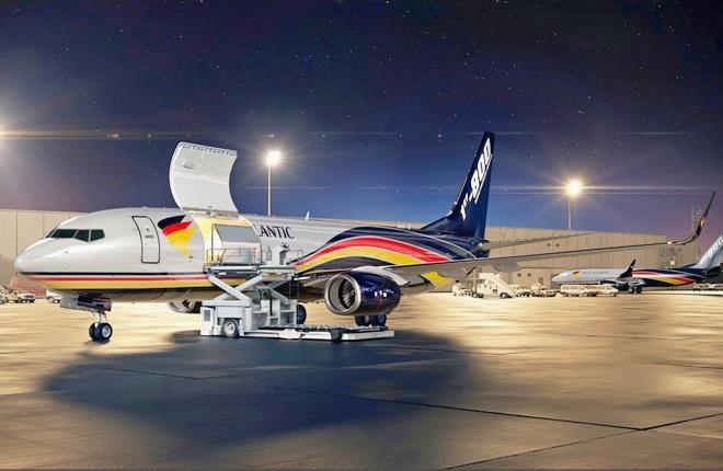 Boeing 737-800ВCF