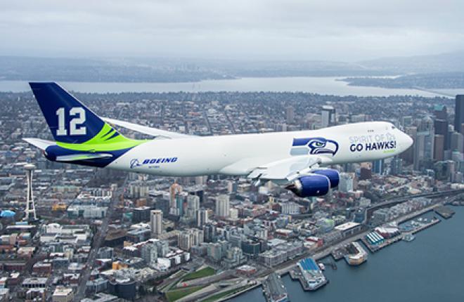 Самолет Boeing 747-8 в ливрее команды Seattle Seahawks