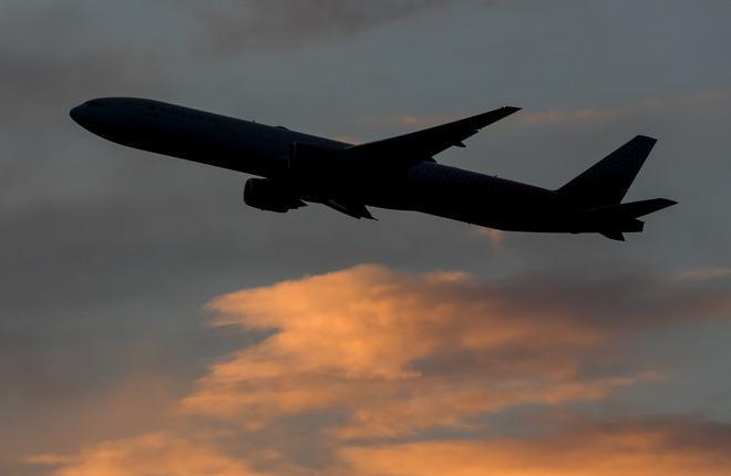Силуэт самолета Boeing 777