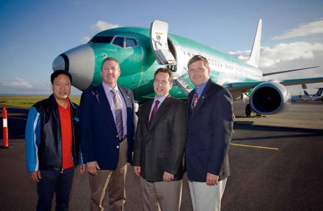 Президент Boeing Business Jets Стив Тейлор (крайний справа) остался доволен возм