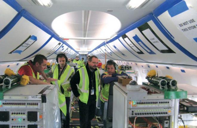 Интерьер самолета EcoDemonstrator сохранил элементы интерьера BoeingSky