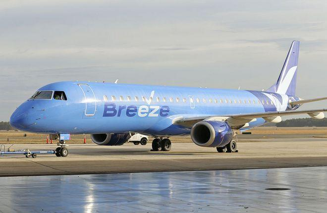 самолет Embraer авиакомпании Breeze Airways