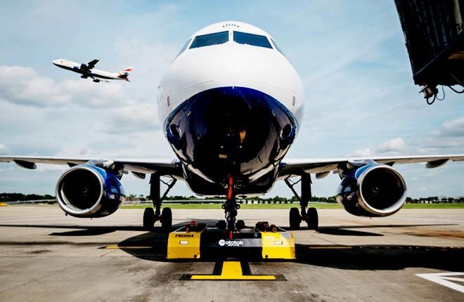 British Airways внедрила электрические тягачи на дистанционном управлении