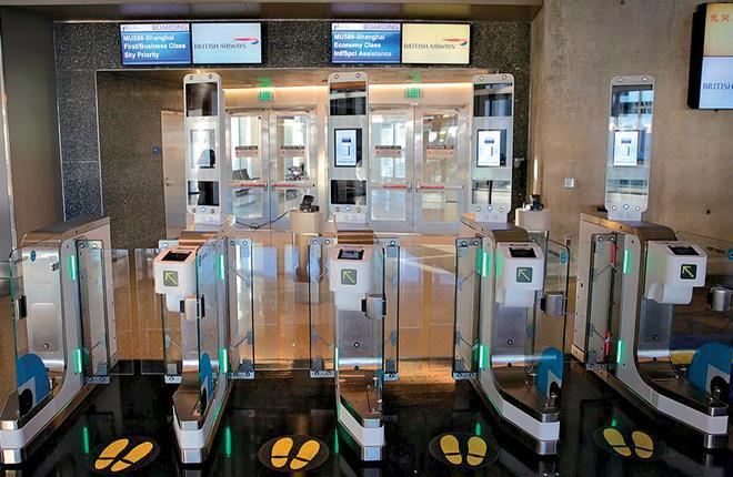 Новые биометрические технологии позволяют ускорить посадку пассажиров на самолет и прохождение паспортного контроля при въезде в страну :: Фото: British Airways