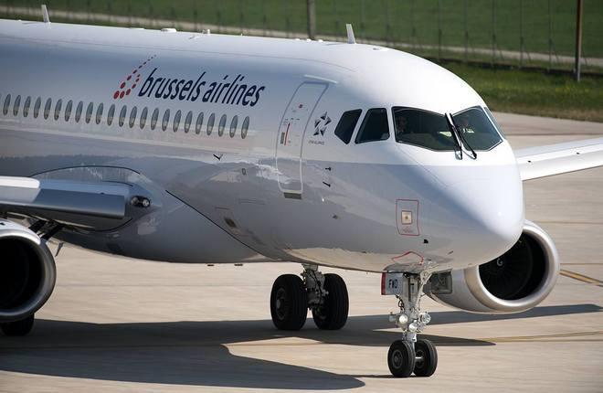 Самолет SSJ 100 в ливрее Brussels Airlines