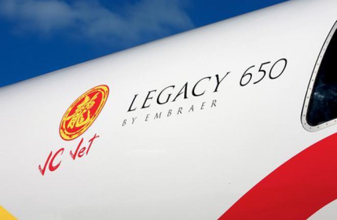 Одним из пользователей самолета Legacy 650 в начале 2012 года стал Джеки Чан