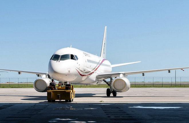 Первый SSJ 100 для ирландской авиакомпании CityJet получил ливрею