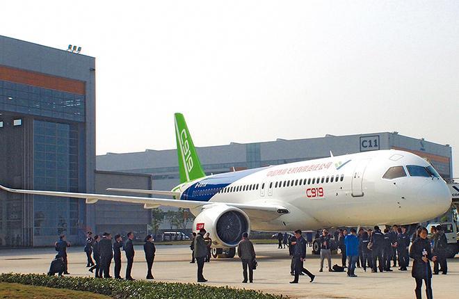 Первый прототип лайнера C919, представленный в Шанхае 2 ноября, уже оснащен всеми системами, как утверждает COMAC.
