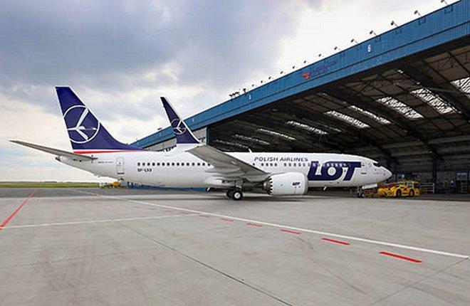 Самолет Boeing 737MAX на ТО в CSAT в Праге
