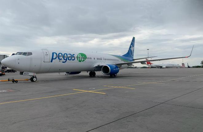 самолет Boeing 737-900 Pegas Fly