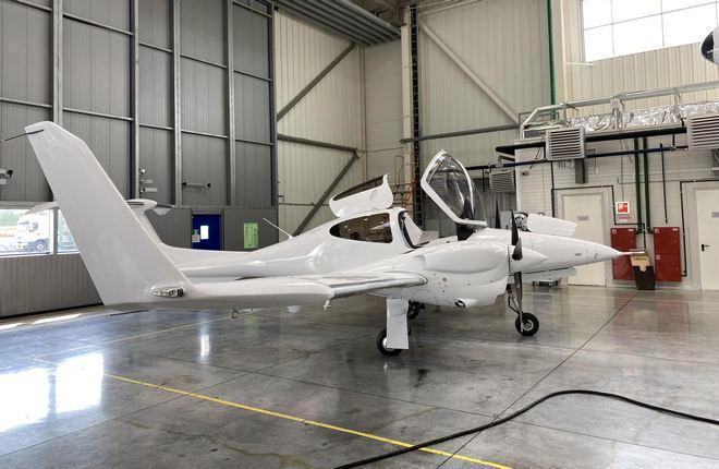 УЗГА произвел первый самолет DA42 по полному циклу