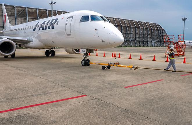 Самолет E190 авиакомпании J-Air