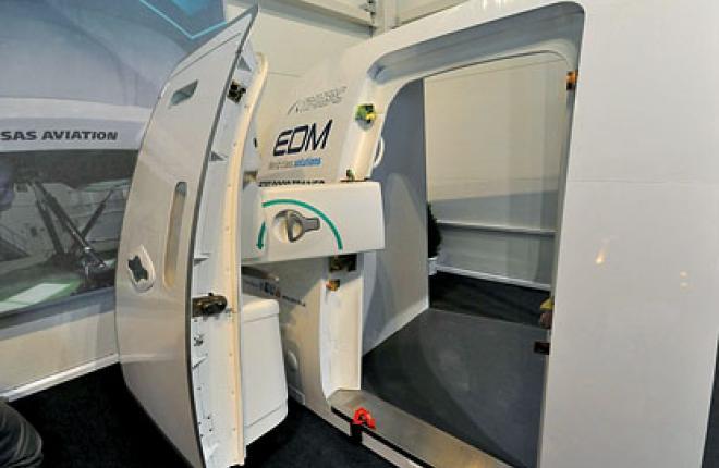 Тренажер двери Boeing 787 появился в России раньше самого самолета