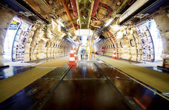 Внутри фюзеляжа самолета