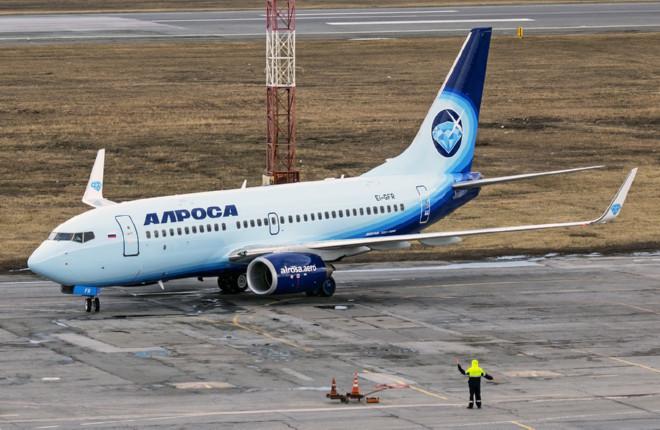 """Второй Boeing 737-700 авиакомпании """"Алроса"""" в аэропорту Толмачево"""