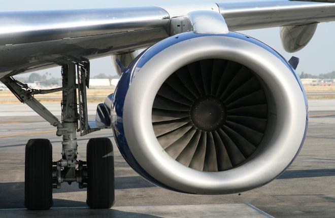 Двигатель CF34 на крыле самолета Embraer E190