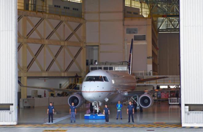 Embraer представил первый обновленный самолет E175