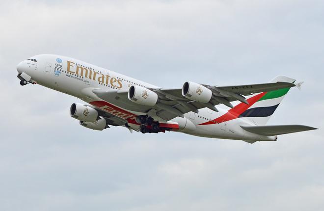 Самолет A380 A6-EEZ