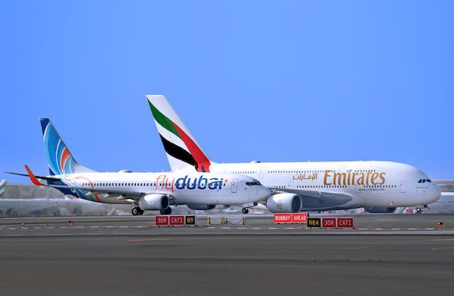 flydubai Boeing 737 и Airbus A380 Emirates