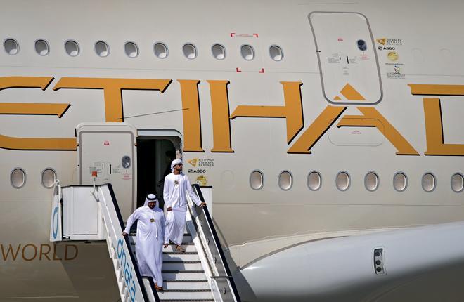 10 широкофюзеляжных двухпалубных Airbus A380 в парке Etihad Airways :: Леонид Фаерберг / Transport-Photo.com