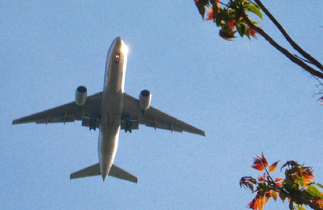 Над предложением Еврокомиссии отложить квотирование выбросов при полетах между Е