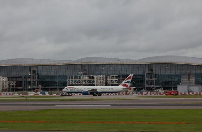 Самолет British Airways в аэропорту Пулково