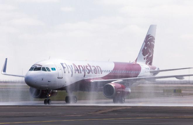 Самолет A320 авиакомпании FlyArystan
