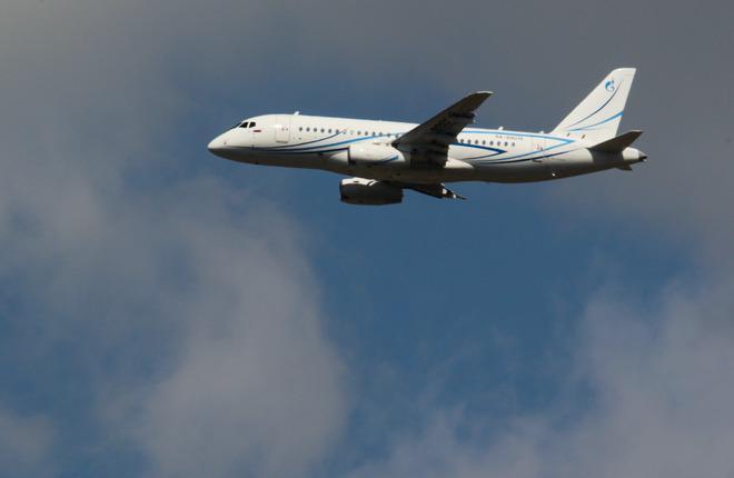 "Самолет SSJ 100LR авиакомпании ""Газпром авиа"""